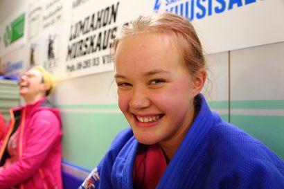 Raahelainen Nea reissaa judon perässä Ouluun ja Vihantiin