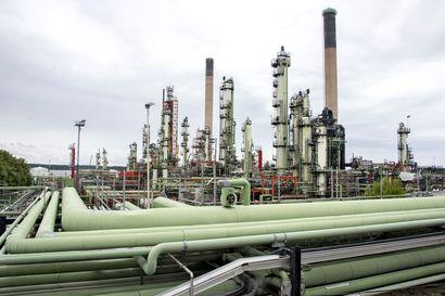 Neste suunnittelee Naantalin jalostamon sulkemista ja sopeuttamistoimia Porvoossa, vaakalaudalla 470 työpaikkaa – näin paljon jalostamoiden kautta tuodaan öljyä Suomeen
