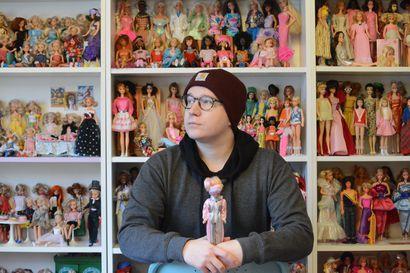 Oululaisen Jesse Kangasniemen kokoelmissa on satoja nukkeja, joita hän hoitaa ja pukee tekemiinsä vaatteisiin