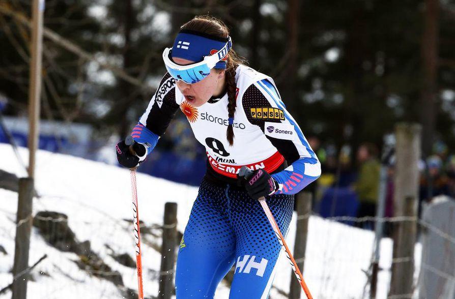 Kerttu Niskanen lähtee kolmellekympille kolmen muun suomalaisnaisen kanssa.