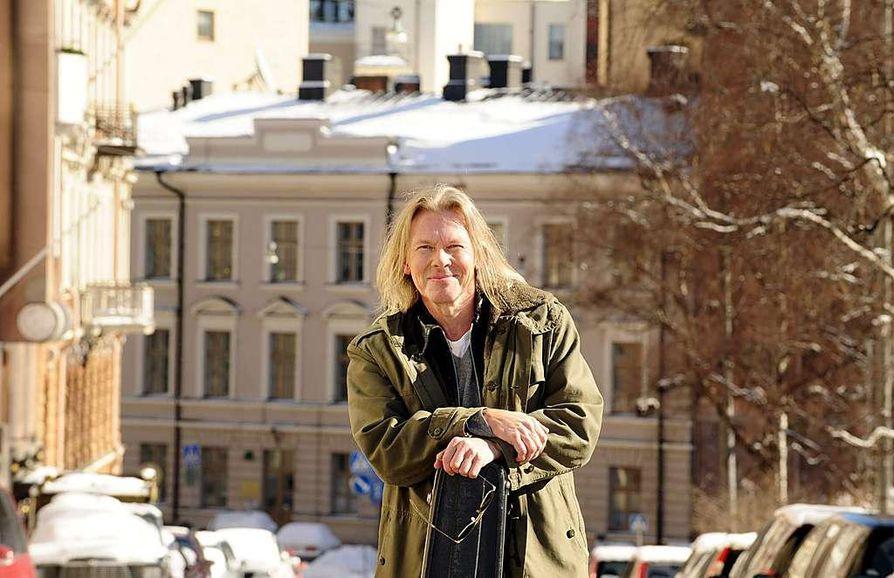Laulaja ja lauluntekijä J. Karjalainen Helsingissä.
