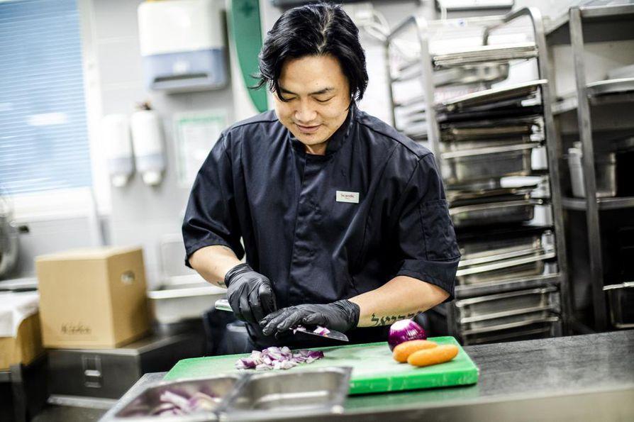 Marc Tanghalilla on yli kymmenen vuoden kokemus ravintolatyöstä. Hän opiskeli ensin psykologiksi, mutta kyllästyi vuodessa toimistohommiin. Hän aloitti hotellissa tiskaajana ja eteni tekemisen kautta kokiksi.