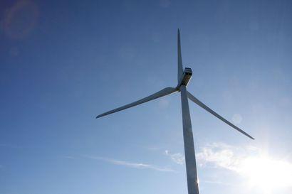 """Jaakko Louhisalmi: """"Lautuanneva ja muut mahdolliset tuulivoimahankkeet pitää ohjata kauas asutuskeskittymistä ja rakentaa niiden edellyttämä infra, vaikka se hankkeen kannattavuutta luonnollisesti hieman heikentää"""""""