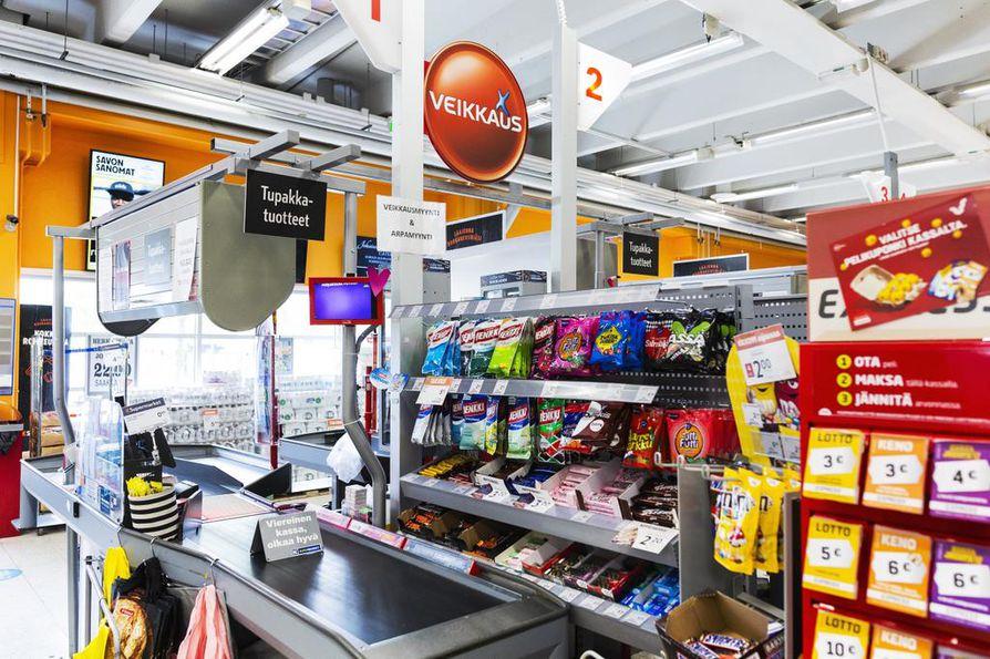 Tässä on K-Supermarket Herkkupadan voitokas kassa. Kymmenen euron panos tuotti 50 henkilölle lähes kahden miljoonan voiton.