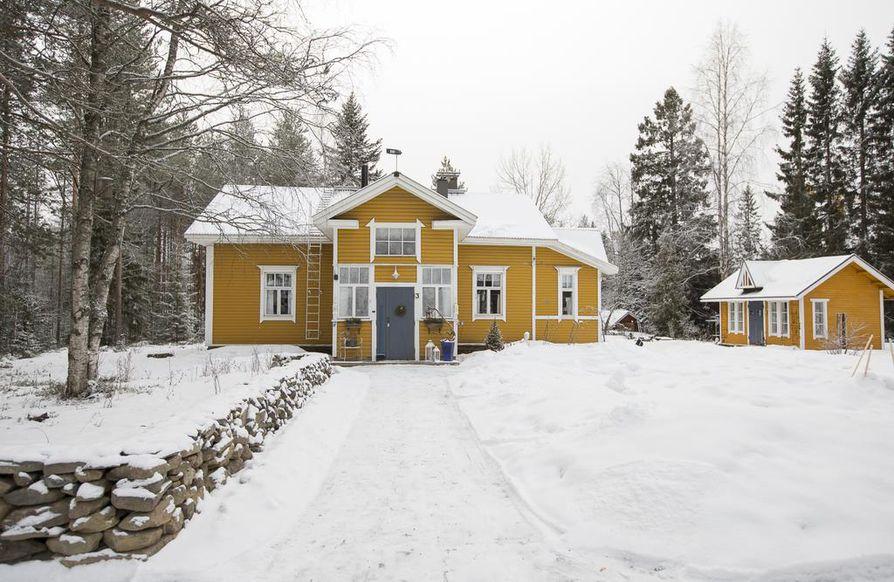 Vanhaa, hirsirakenteista taloa kutsutaan Kotikummuksi.