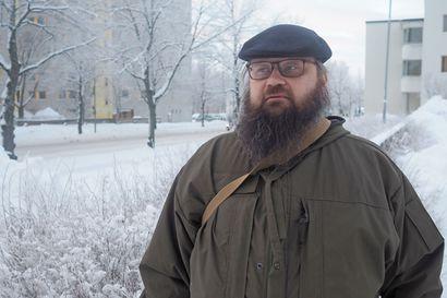 Oululainen Esa Paloniemi haaveili poikasena kirjailijan urasta, nyt hän kirjoittaa lännenromaaneja