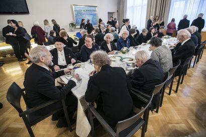 Oulun kaupungintalon juhlasalissa vietettiin itsenäisyyspäivää perinteisin menoin
