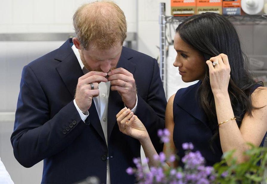 Prinssi Harry bongattiin Australiassa lokakuussa Ouran älysormus sormessaan, kun hän vieraili maassa vaimonsa Meghanin kanssa.