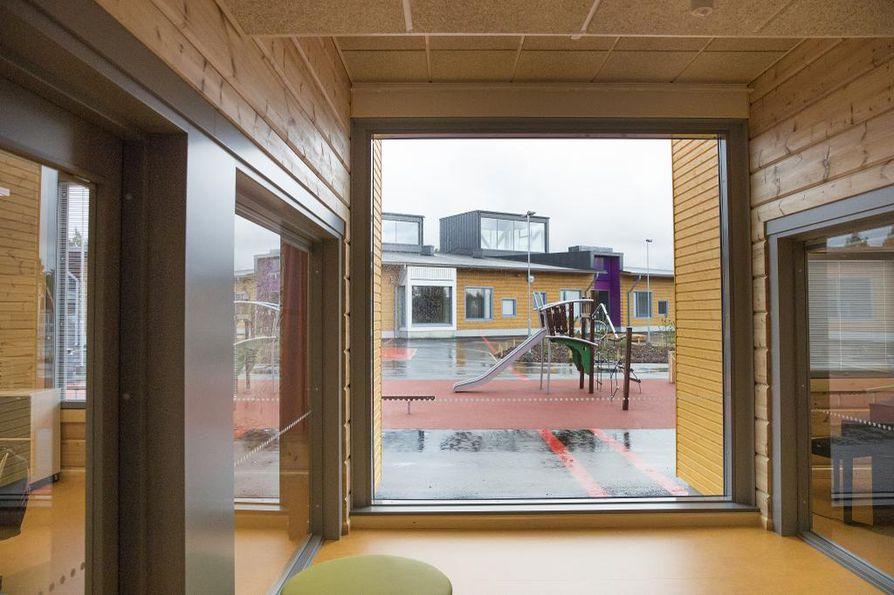 Nykyaikaista hirsirakentamista edustava Pudasjärven hirsikoulu avattiin elokuussa 2016.