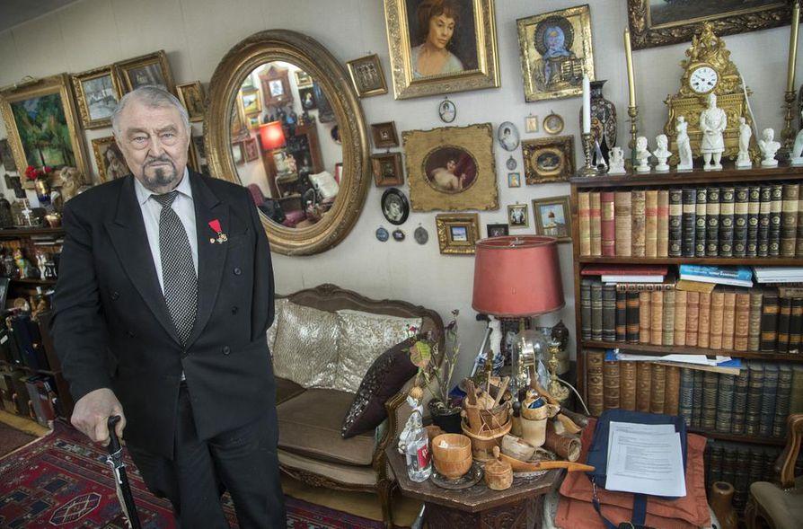 Viipurissa vuonna 1935 syntynyt paroni Vladimir von Witte viihtyy kotonaan Herttoniemessä. Baltiansaksalaista sukujuurta olevat Wittet asuivat vallankumoukseen asti Pietarissa. Sieltä he pakenivat ensin Viipuriin ja 1939 Helsinkiin.