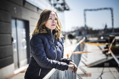 """Katri Kulmuni kertoo keskustan tupaillassa menettäneensä yöunensa kohun seurauksena: """"On ollut rankkaa"""""""