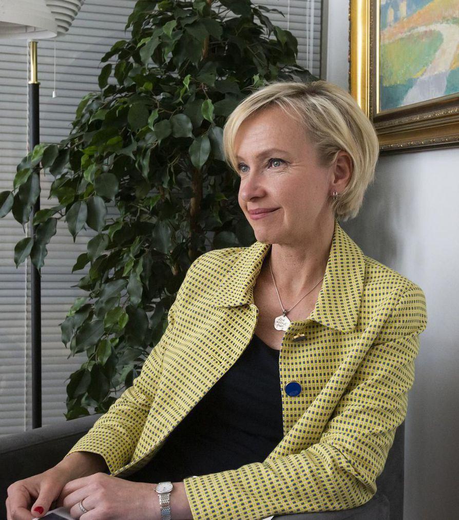 Nordean henkilöasiakasliiketoiminnan johtaja Sara Mella toivoo uuden eduskunnan parantavan pikavippiyritysten valvontaa.