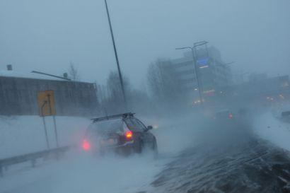 Tänään tulee lunta: Ajokeli todella huono koko Lapissa, myös jalankulkijoilla liukasta