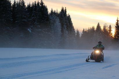 Eksynyt kelkkailija joutui viettämään yön metsässä Sodankylässä – Etsintöihin osallistui muun muassa kahdeksan moottorikelkkaa ja helikopteri