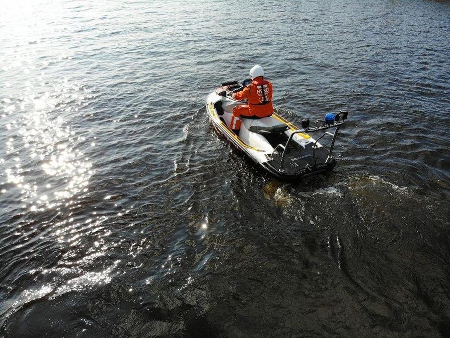 Pelastuslaitoksen uudessa vesijetti kulkee 155 hevosvoiman potkulla.