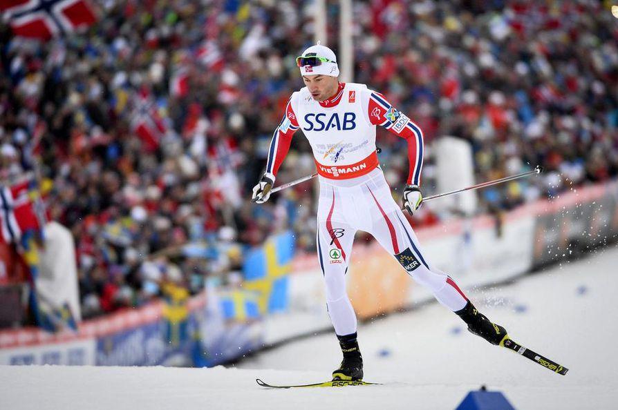 Petter Northug hiihti tuttuun tapaan Norjan ankkuriosuuden.