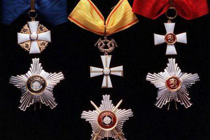 Puolustusvoimain lippujuhlan päivänä myönnetään kymmeniä kunniamerkkejä myös Pohjois-Suomeen, katso tästä kunniamerkkien saajat
