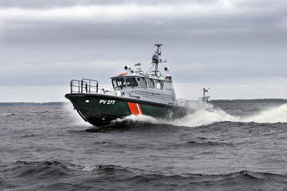 Kemin edustalla Veitsiluodon eteläpuolella etsittiin tyhjillään ajelehtineen veneen omistajaa – Merivartiosto: Veneen omistaja tavoitettiin maista