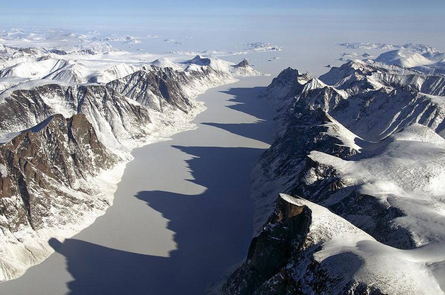 Magneettinen pohjoisnapa siirtyy vahdilla Kanadasta kohti Siperiaa. Kuvassa vuodelta 2013 Kanadalle kuuluva Baffininsaari.