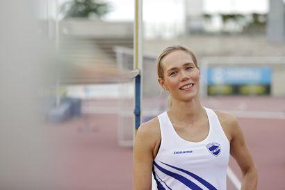 """Haukiputaalainen Henna Anunti, 43, löysi yleisurheilun uudestaan aikuisurheilijana ja teki viime viikolla 40-vuotiaiden Suomen ennätyksen korkeushypyssä –""""Olisi kiva olla jo 45-vuotias"""""""