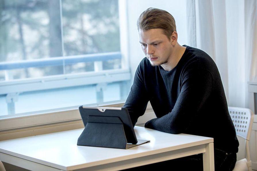 Jääkiekkoilija Mikke Levolla on nuoresta iästään (23) huolimatta jo kokemusta ammattilaisuudesta, puoliammattilaisuudesta ja amatöörisarjassa pelaamisesta. Tällä hetkellä puolustaja pelaa TuTon Mestis-joukkueessa.