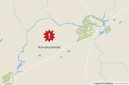 Syöksyvirtaus Taivalkosken Koivukoskentiellä – pelastuslaitos raivasi toistakymmentä mäntyä mökkitieltä