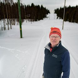 """Kelkkauraa hiihtäjille ja puut metsästä  - Kalle Saapunki auttaa mielellään naapureitaan ja muitakin ihmisiä """"Elämäntapa, kuten hiihtokin"""""""