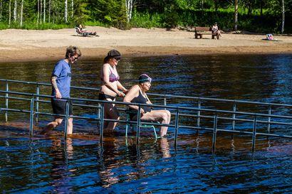 Rovaniemellä pääsee nyt uimaan pyörätuolillakin –Alakorkalon esteetön uimaranta on Suomenkin mittakaavassa harvinainen