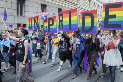 Helsinki Pride -tapahtuman pääpäivä käynnistyi erityisjärjestelyin – konserttiin ja kulkueeseen voi osallistua vaikka kotisohvalla, perumista ei edes harkittu