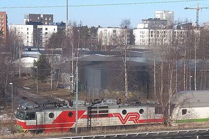 Rovaniemeltä lähtenyt Intercity-juna hyytyi Oulun Alppilan kohdalle – jäi aikataulusta tuntikaupalla