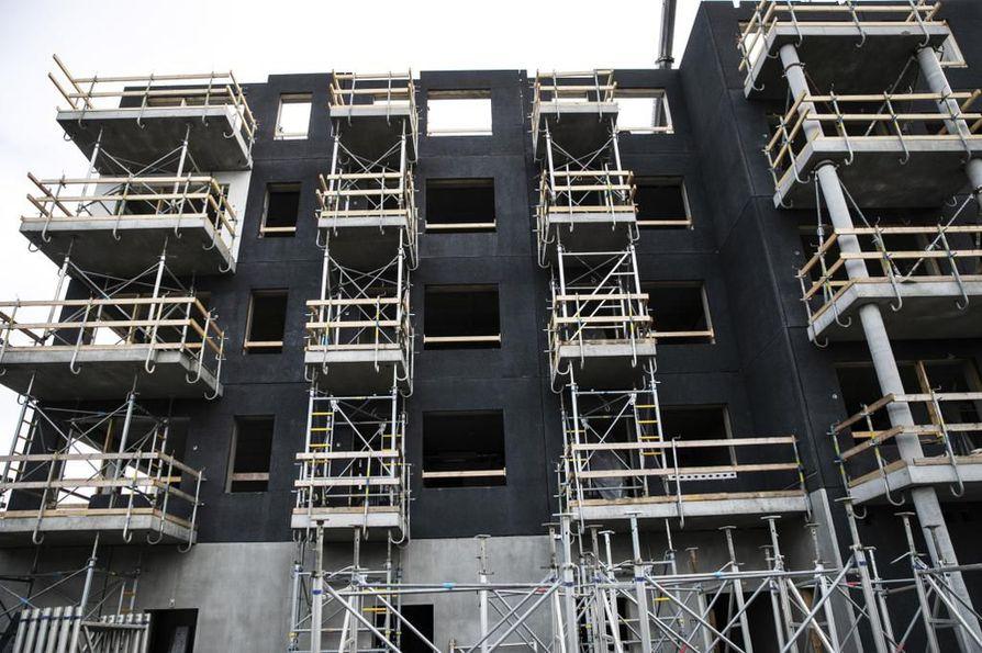 Asuntorakentaminen on vilkasta varsinkin kasvukeskuksissa. Se näkee myös lainojen kasvuna.