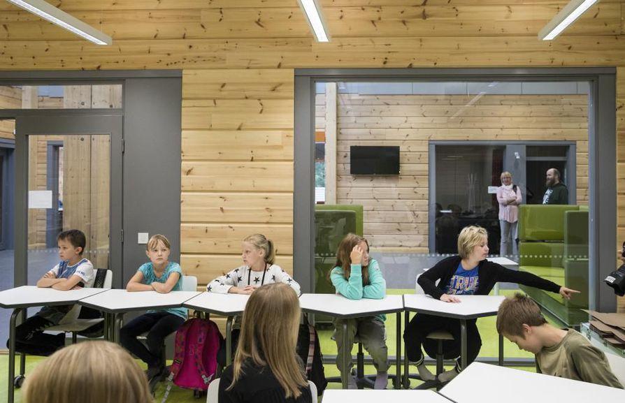 Pudasjärven hirsikoulu avattiin koululaisille tänä syksynä.