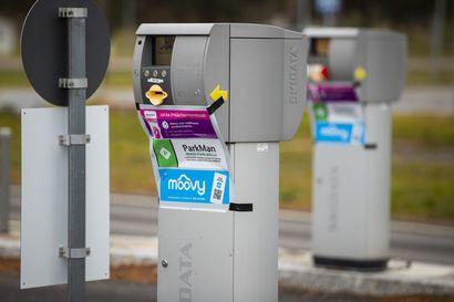 Oulun lentoaseman pysäköinti maksetaan nyt mobiiliisovelluksella – luottokortti käy vielä terminaalin automaatilla, kunhan muistaa auton rekisteritunnuksen