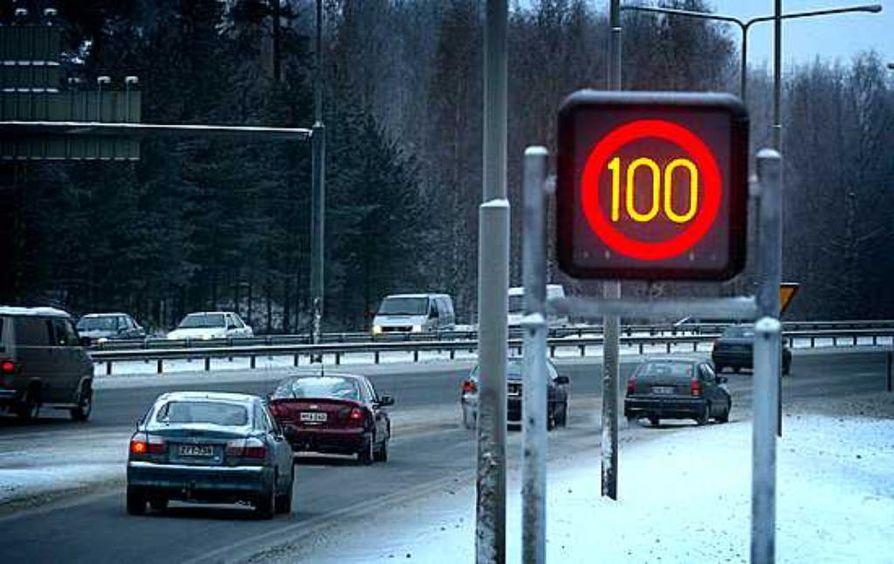 Vilkkaasti liikennöidyllä Pohjantiellä liikkuu vuorokaudessa jopa 50 000 autoilijaa.