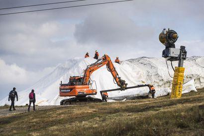 Levillä päästään laskettelemaan ja hiihtämään jo syyslomalla – lunta varastoituna noin 150 000 kuutiota