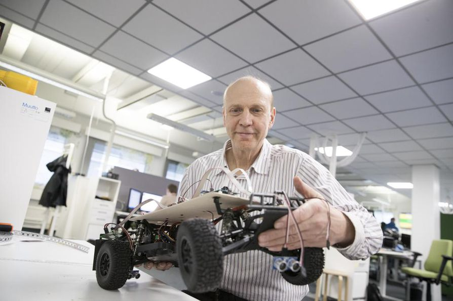 Elektrobit Automotive Finlandin toimitusjohtajan Veli-Matti Ihmeen mukaan autoissa riittää jatkossakin paljon ohjelmistotyötä.
