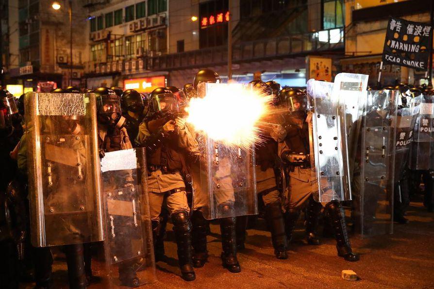 Hongkongilaiset kokoontuivat kaduille jo kahdeksantena peräkkäisenä viikonloppuna.