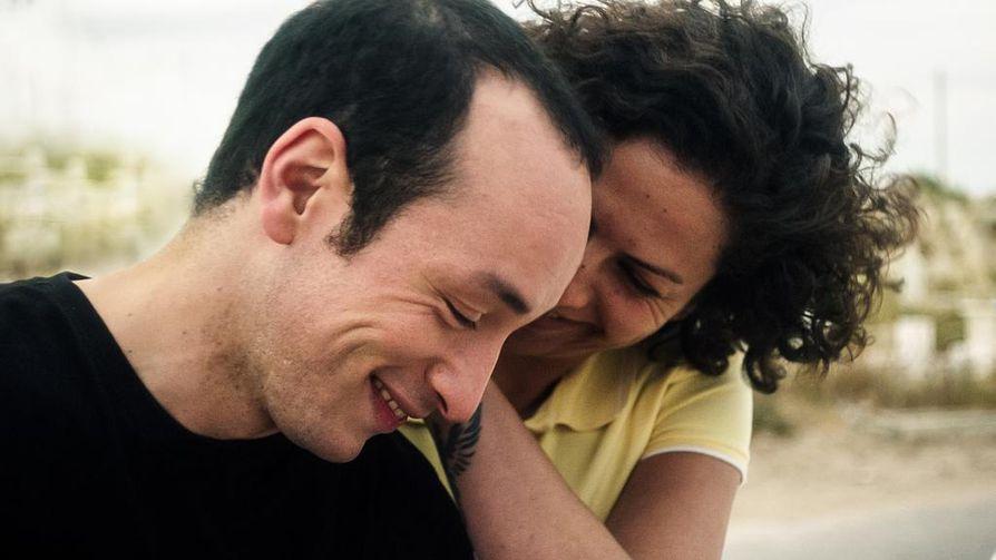 Hedi (Majd Mastoura) on nuori tunisialainen mies, joka rakastuu viikkoa ennen häitään. Rymin roolin näyttelee Rym Ben Messaoud.