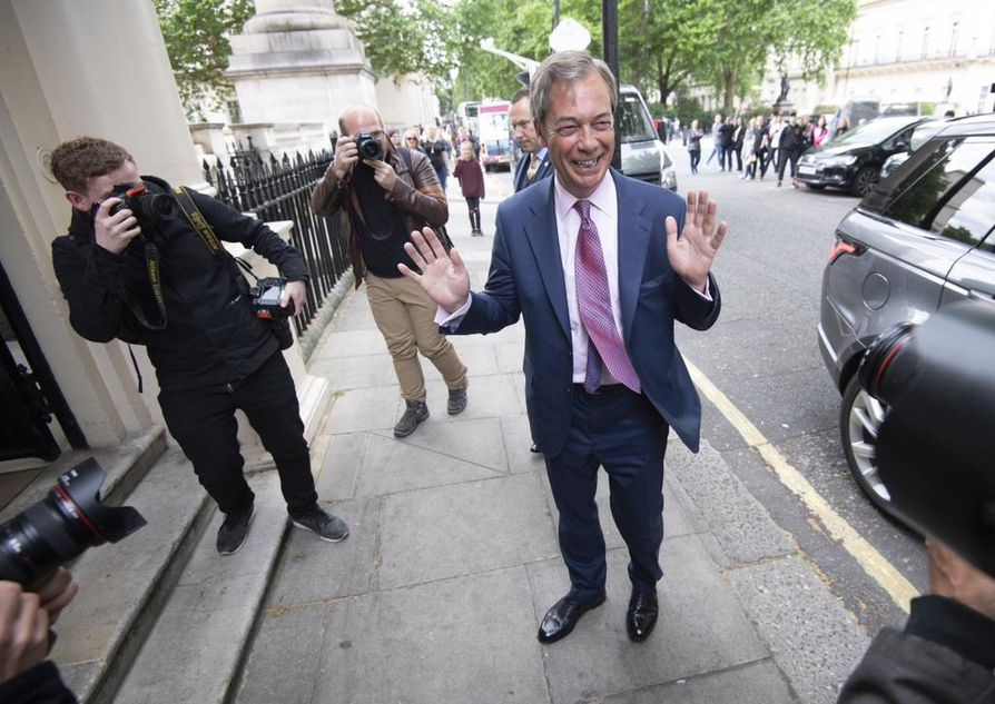 Kovaa brexitiä ajavan puolueen johtaja Nigel Farage nauttii hyvistä väleistä Yhdysvaltain presidenttiin Donald Trumpiin.