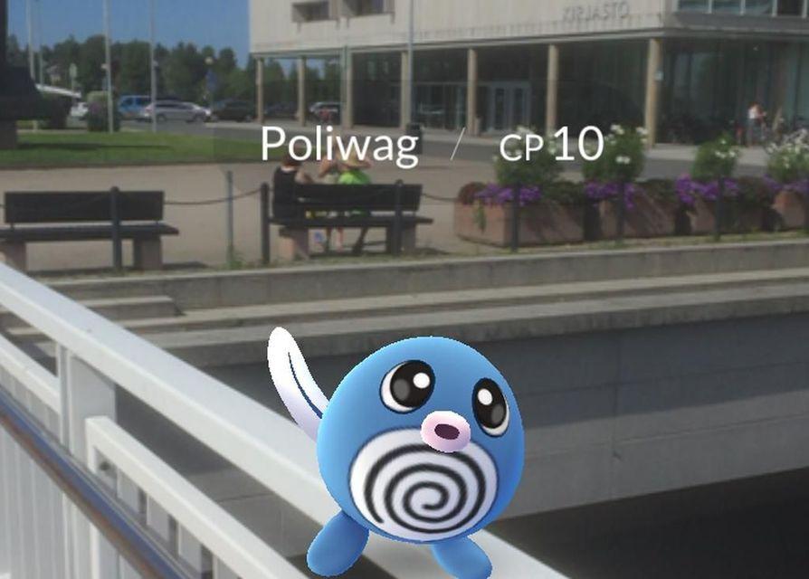 Pokémon-hahmo Oulun kirjaston kupeessa.