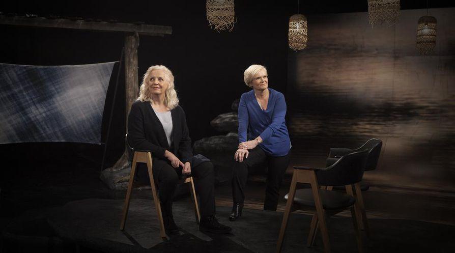 Maarit Tastula ja Anne Flinkkilä ovat ihmisläheisten haastatteluohjelmien palkittuja konkareita. Nyt heillä on yhteinen nimikko-ohjelma.