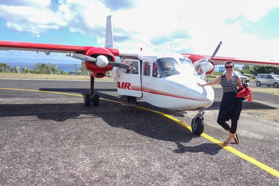 Gia Forsman-Härkönen on oppinut kohtaamaan lentopelkonsa. Silti hän pelkää lentämistä. Fidjillä, ennen lentoa tällä koneella, olo oli normaaliakin pelokkaampi. Siitäkin onneksi selvittiin.