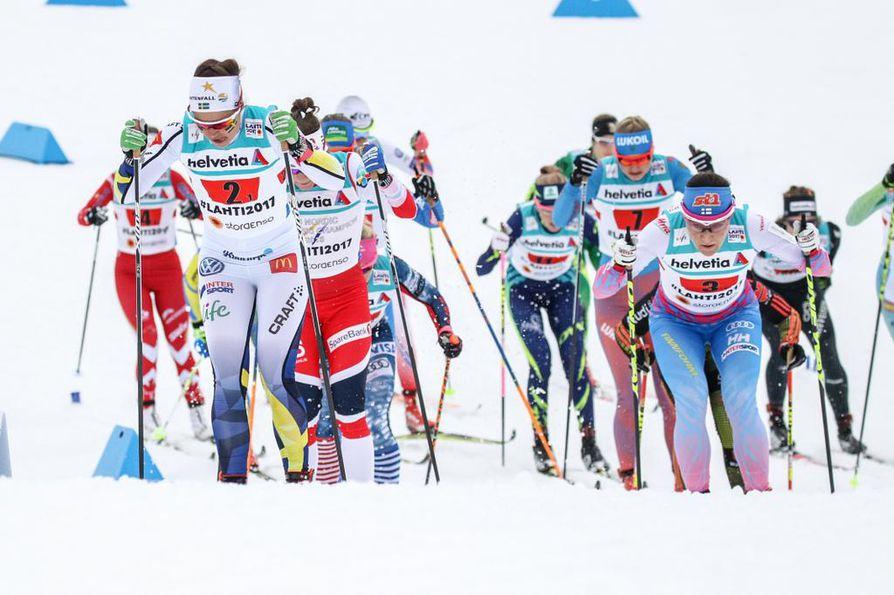 Suomi hiihti koko viestin kärkikolmikossa.