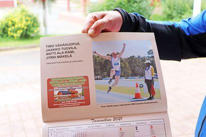 Näin Timo loikkaa tammikuun kuvassa – Pudasjärven Urheilijoiden yleisurheilijat julkaisivat seinäkalenterin