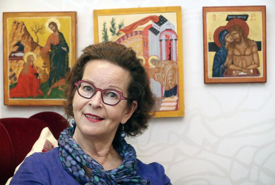 Oulun Raksilassa asuvaa Aila Knihtilää kuultiin viimeksi oopperalavalla 2011, jolloin Oulun kaupunginteatterissa sai ensi-iltansa Gian Carlo Menottin kolminäytöksinen ooppera Meedio.