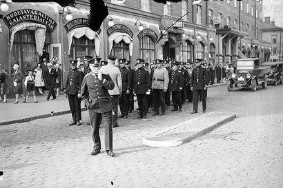 Arkistojen kätköistä: Hailuodon pojat osasivat seisoskella haitallisesti – Aarnen ja Kallen tempaus päätyi Poliisiuutisten sivuille vuonna 1926