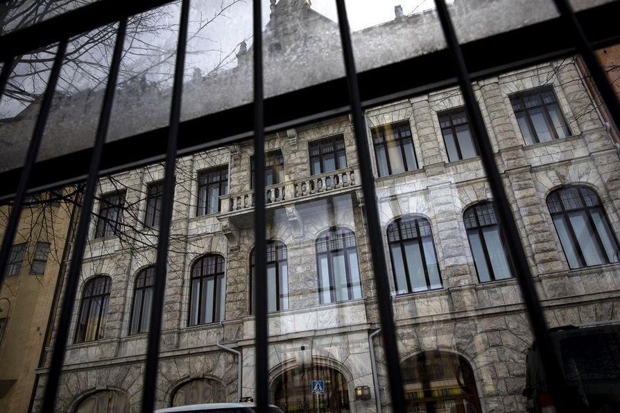Korkeimmassa hallinto-oikeudessa (KHO) läpinäkyvyys oikeudellisten ratkaisujen tekemiseen osallistuvien sidonnaisuuksista ja sivutoimista oli maan heikoin. Tiedot puuttuivat 70 prosentilta ilmoitusvelvollisista.