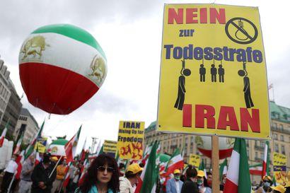 Iran teloitti jälleen vakoilusta tuomitun – miljoonat ottaneet kantaa kuolemaantuomittujen mielenosoittajien puolesta