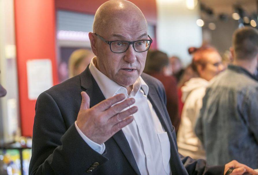 Matti Karhula korostaa, että teatterin hallitus ei ole puuttunut ohjelmistovalintoihin.