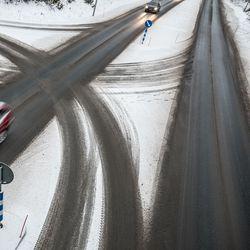 """Meille soitettiin: """"Voisiko Kurkijärventien liikenteen muuttaa vasemmanpuoleiseksi? Meitä ei montaa olisi, joilla se vääränkätinen ajo pitäisi opetella"""""""